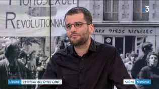 """Antoine Idier, auteur des """"Archives des mouvements LGBT+, une histoire des luttes de 1890 à nos jours"""", est l'invité du Soir 3. (France 3)"""
