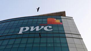 La façade du cabinet d'auditPricewaterHouseCooper (PwC) à Bombay en Inde (photo du 11 janvier 2018). (DANISH SIDDIQUI / REUTERS)