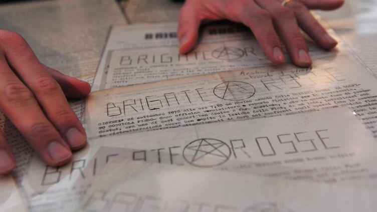 Des tracts des Brigades Rouges, distribués entre 1974 et 1978 en Italie, vendus aux enchères le 27 mars 2012 à Milan. (GIUSEPPE CACACE / AFP)