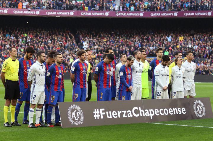 Lors du Clasico entre Barcelone et le Real Madrid, un hommage a été rendu aux joueurs de Chapecoense