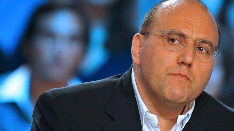 """Le député socialiste Julien Dray le 9 septembre 2009 dans """"Le Grand Journal"""" sur Canal+. (LIONEL BONAVENTURE / AFP)"""