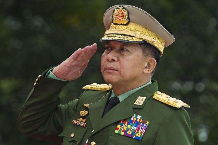 Le général Min Aung Hlaing, chef des forces armées birmanes, pendant une cérémonie d'hommage lors de laJournée des Martyrs, à Rangoun (Birmanie), le 19 juillet 2018. (YE AUNG THU / AFP)