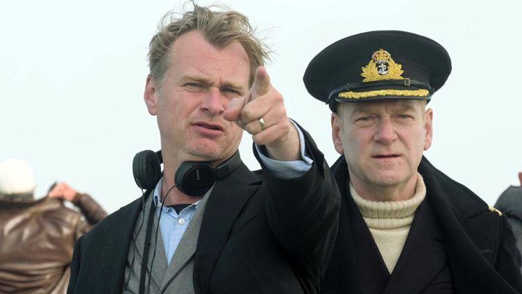 "Christopher Nolan et Kenneth Branagh sur le tournage de ""Dunkerque""  (WARNER BROS / DOMBEY STREET PROD / COLLECTION CHRISTOPHEL)"
