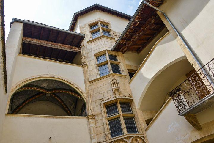 L'un des bâtiments du XIIe siècle composant le Vieux Lyon (ISA HARSIN/SIPA)
