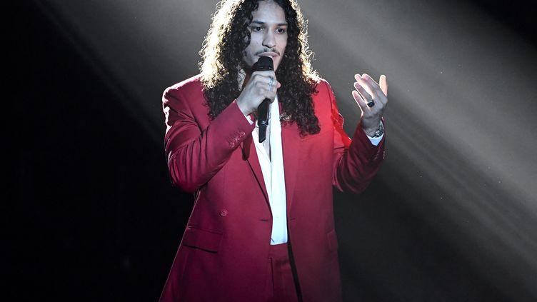 Le rappeur Hatik sur la scène des Victoires de la musique, à Boulogne-Billancourt (Hauts-de-Seine) le 12 février 2021 (BERTRAND GUAY / AFP)