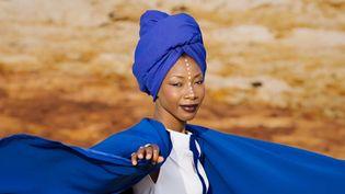 La chanteuse malienne Fatoumata Diawara en 2018.  (Aida Muluneh)