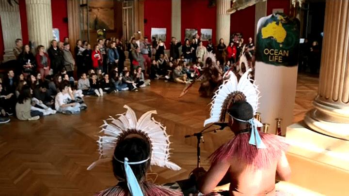 Des artistes aborigènes à la rencontre du public  (France 3 / Culturebox / capture d'écran)