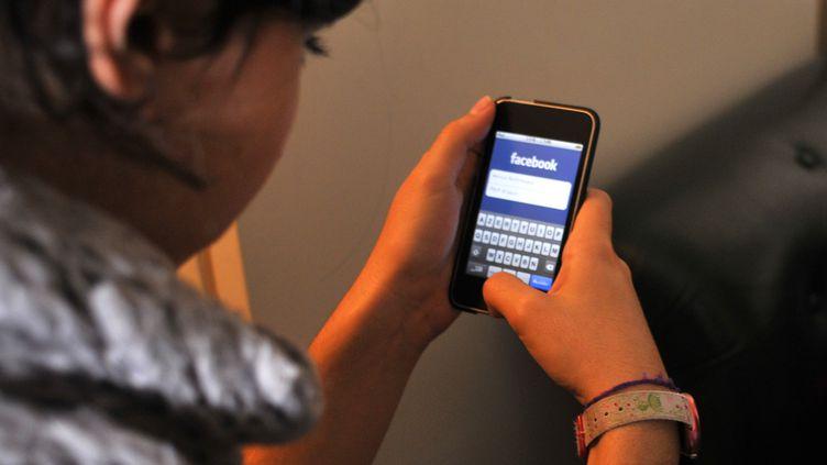 Le coût des communications mobiles depuis les autres pays européens va baisser à partir du 1er juillet 2013. (ONLY FRANCE / AFP)