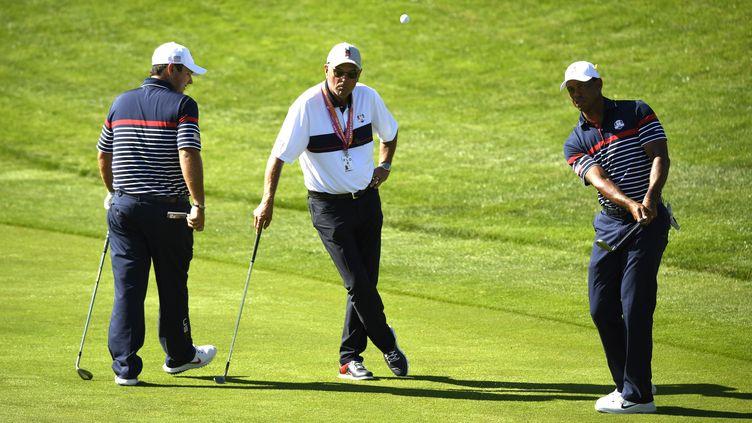 Patrick Reed et Tiger Woods alignés ensemble en Ryder Cup (ERIC FEFERBERG / AFP)