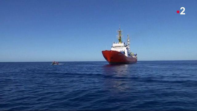 Migrants : un bateau refoulé en Méditerranée