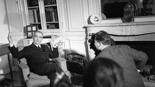 L'acteur Louis de Funès, chez lui, lors d'une interview pour le journal télévisé, le 3 décembre 1965. (AIM? DARTUS / INA)