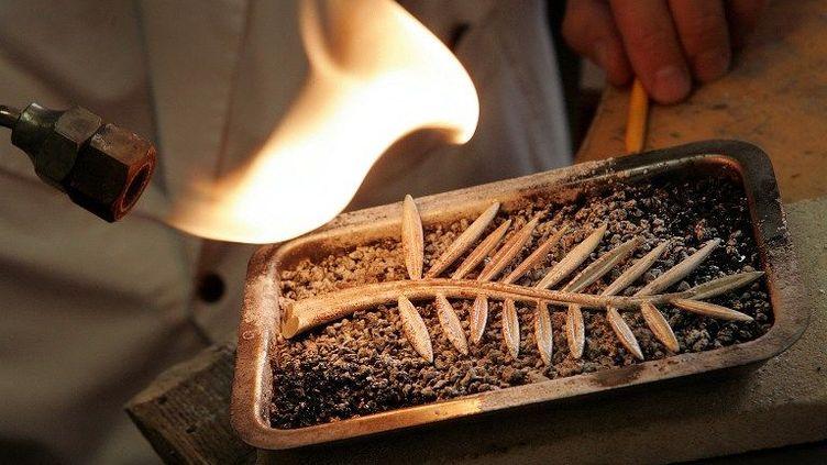Palme d'or fabriquée par Chopard, édition 2007 dans les ateliers du joaillier  (FABRICE COFFRINI / AFP)