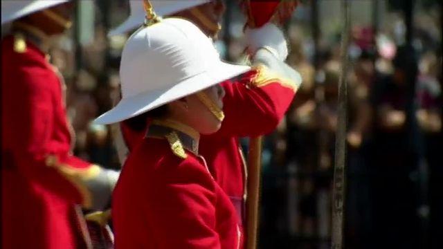 Une femme aux commandes de la relève de la garde