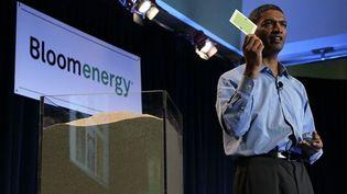 K. R. Sridhar, fondateur de Bloom Energy, présente le 24 février une pile à base de silicium, à San José (Californie) (AFP/JUSTIN SULLIVAN)