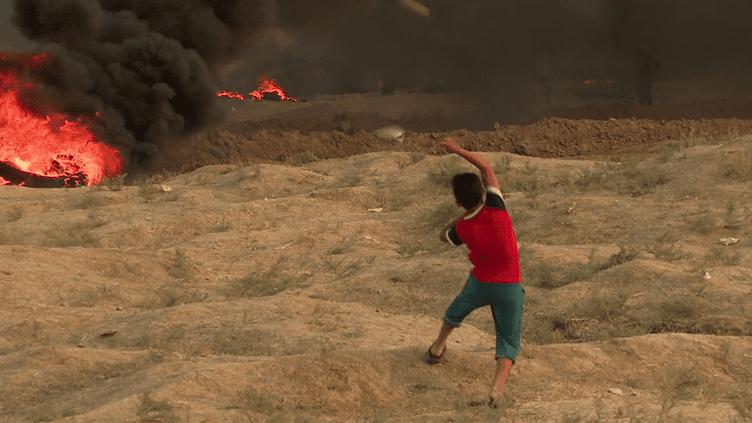 ENVOYÉ SPÉCIAL / FRANCE 2.Face aux snipers israéliens, les enfants de Gaza mangent des glaces avant de lancer des pierres (ENVOYÉ SPÉCIAL  / FRANCE 2)
