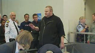 Kim schmitz, le fondateur de Megaupload, au tribunal d'Auckland (Nouvelle-Zélande), le 23 janvier 2012. (REUTERS/TV3 via Reuters TV)