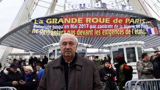Marcel Campion pose devant la grande roue de la Place de la Concorde (Paris), le 24 novembre 2016. (BERTRAND GUAY / AFP)