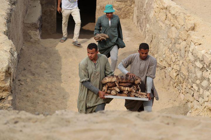 Site de Saqqara. Objets sortis de leurs tombes.  (STR / DPA)