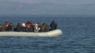 De milliers de migrants sont arrivés sur l'île grecque de Lesbos dimanche 1er mars, avec l'ouverture de la frontière turque. De nombreuses tensions sont apparues à cette occasion. (FRANCE 2)