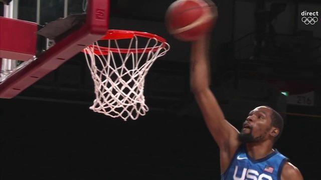 Le dunk monstrueux de Kevin Durant face à l'Espagne ! La Team USA est à la peine face aux Espagnols et les deux équipes sont à égalité à la mi-temps (43-43).