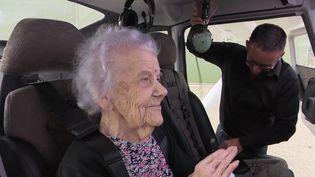 Plusieurs femmes âgées de plus de 80 ans, voire parfois centenaire pour l'une, d'un Ehpad de Gray (Haute-Saône) ont réalisé leur baptême de l'air. Reportage. (CAPTURE D'ÉCRAN FRANCE 3)