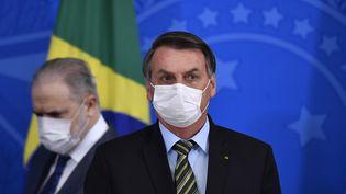 Le président brésilien, Jair Bolsonaro, le 18 mars 2020 à Brasilia (Brésil). (MATEUS BONOMI / AGIF / AFP)