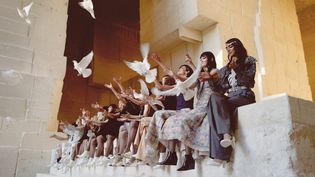 Collection croisière de Chaneldans le centre d'art numérique des Baux-de-Provence, dans le sud de la France,le 4 mai 2021 (Chanel)