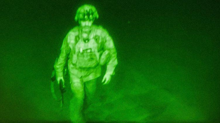 Le dernier soldat américain à quitter l'aéroportde Kaboul (Afghanistan), le 31 août. (US DOD/EYEPRESS NEWS VIA AFP)