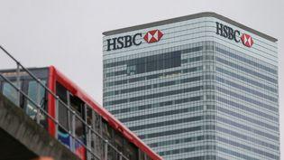 Le siège de la banque HSBC à Londres (Royaume-Uni), le 21 février 2017. (DANIEL LEAL-OLIVAS / AFP)