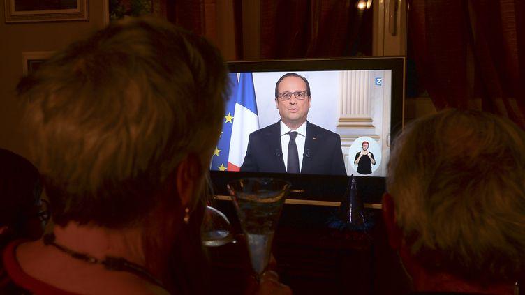 Le président François Hollande a présenté ses vœux aux Français, le 31 décembre 2015. (ARTUR WIDAK / NURPHOTO / AFP)