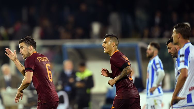 Le joueur de la Roma Kevin Stootman, vient d'inscrire le premier but à Pescara (FILIPPO MONTEFORTE / AFP)
