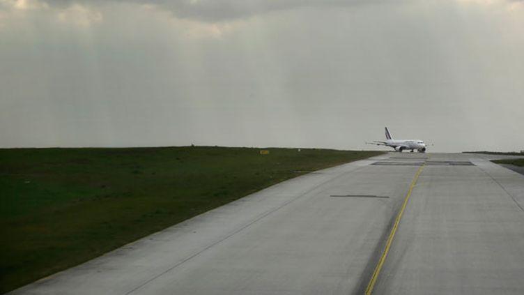 (Les copilotes sont parfois obligés de payer pour voler © Maxppp)