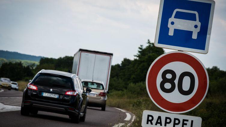 Panneaux de limitation de vitesse àEchenoz-le-Sec, en Haute-Saône. (JEAN-FRANÇOIS FERNANDEZ / FRANCE-BLEU BESANÇON)