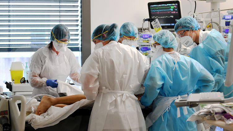 Service de réanimation du centre hospitalier de Bourg-en-Bresse (Ain) (CATHERINE AULAZ / MAXPPP)