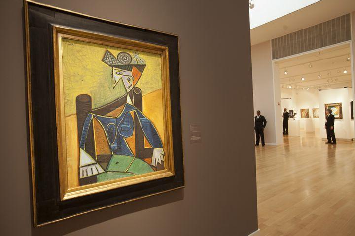 """La """"Femme assise dans un fauteuil"""", de Picasso, peintre vedette des ventes aux enchères. (LEE CELANO / REUTERS)"""