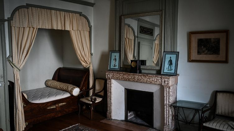 """La """"chambre de Napoléon"""" à l'hôtel Saint-Louis, un ancien bureau de poste de 350 ans où Napoléon séjourna en 1802 avec Joséphine, et seul en 1815, à son retour de l'île de Elba, Autun le 15 février 2021 (JEAN-PHILIPPE KSIAZEK / AFP)"""