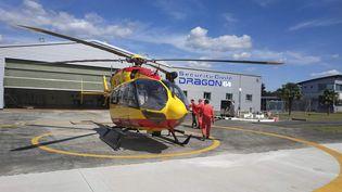 """Les hélicoptères """"Dragon"""" de la sécurité civile ont cumulé, jeudi 2 avril, 150 transferts de patients atteints du coronavirus. (EVAN LEBASTARD / FRANCE-BLEU BÉARN)"""