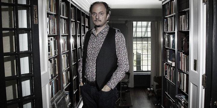 Jeffrey Eugenides, dans sa maison à Princeton (New Jersey) , où il enseigne l'écriture  (Mel Evans/AP/SIPA)