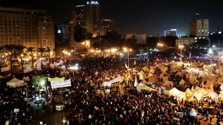 Plusieurs milliers de manifestants étaient réunis, mardi 4 décembre, place Tahrir au Caire (Egypte), pour protester contre la dérive autoritaire du président Mohamed Morsi. (MAYA ALLERUZZO / AP / SIPA)