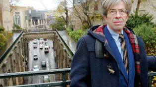 Le juge Jean-Michel Lambert,près de la cité judiciaire du Mans, en 2003. (FRANCK DUBRAY / MAXPPP)