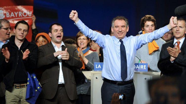 François Bayrou en meeting, le 17 avril 2012 à Rézé (Loire-Atlantique). (FRANK PERRY / AFP)