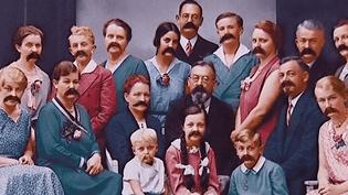 """""""La terrible épidémie de Moustache de 1890"""", une vision du monde faite de non-sens et de contre-sens  (Plonk et Replonk)"""