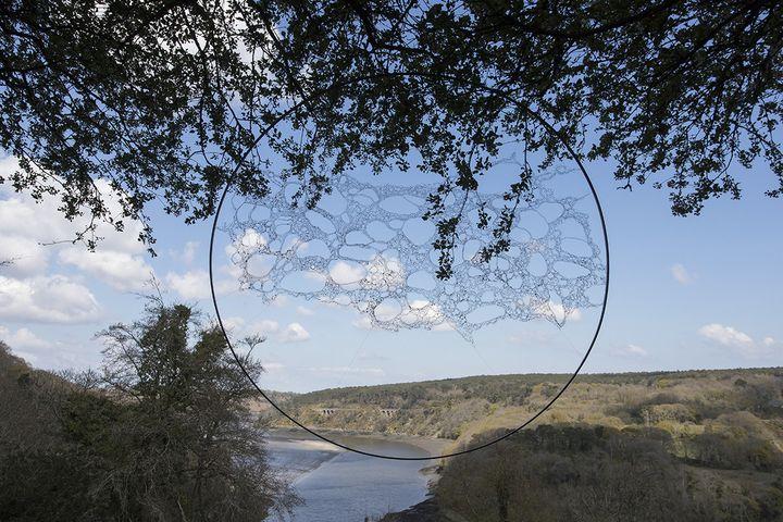 """Forme de l'eau, Corinne Cuénot, exposition """"Métamorphose"""" Domaine départemental de la Roche-Jagu, 2021 (STEPHANE CUISSET)"""