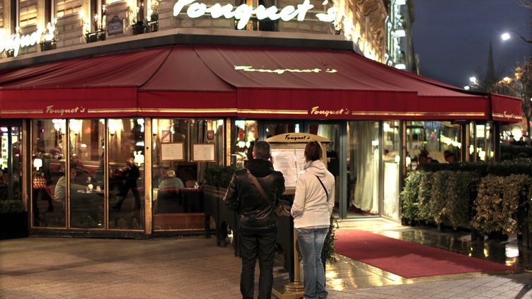 L'immeuble abritant le Fouquet's, sur les Champs-Elysées, est estimé à 70 millions d'euros. (CHARLES PLATIAU / AFP)