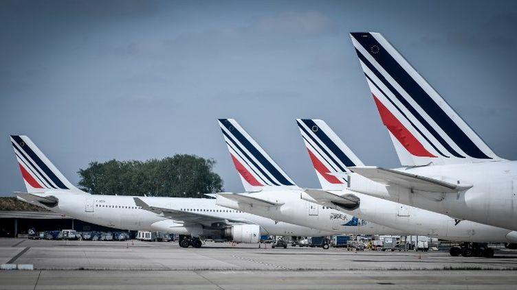 Des appareils de la compagnie Air France sur le tarmac de l'aéroport de Roissy-Charles de Gaulle. le 3 mai 2018. (STEPHANE DE SAKUTIN / AFP)