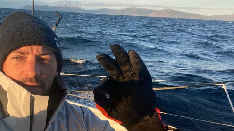 Thomas Ruyant sur Linkedout, les côtes de la Patagonie en toile de fond (Thomas Ruyant / Linkedout)