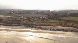 Les côtes de l'Angleterre ne résistent pas à l'érosion. (Capture d'écran / France 2)