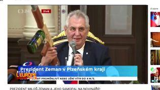 """Avenue de l'Europe.Contre les journalistes, le président tchèque brandit sa """"kalachnikov antipresse"""" (FRANCE 3)"""