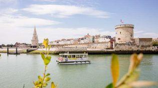 Le passeur, bateau électro-solaire propose des minis-croisières au départ de La Rochelle. (Office de tourisme La Rochelle / GREGORY CASSIAU)