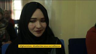 Une étudiante afghane (FRANCEINFO)